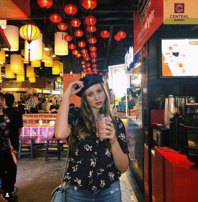 Tận hưởng không gian nhộn nhịp và mua sắm ăn uống thỏa thích tại Central Market